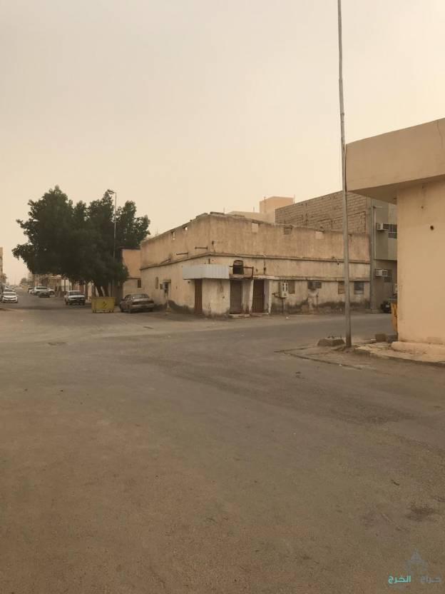 بيت شعبي في موقع متميز حي العزيزية