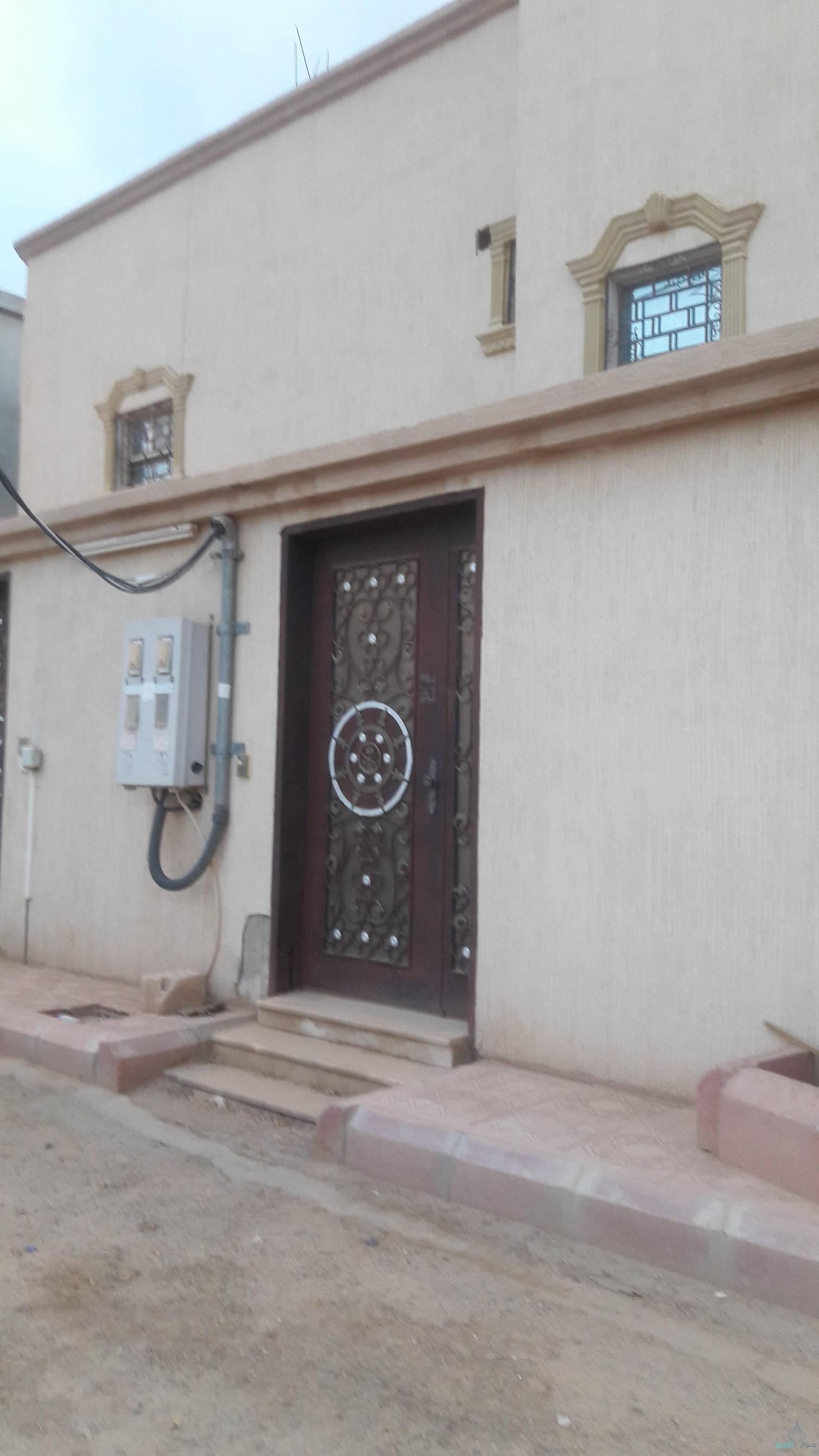 للايجار دور علوي في حي مشرف