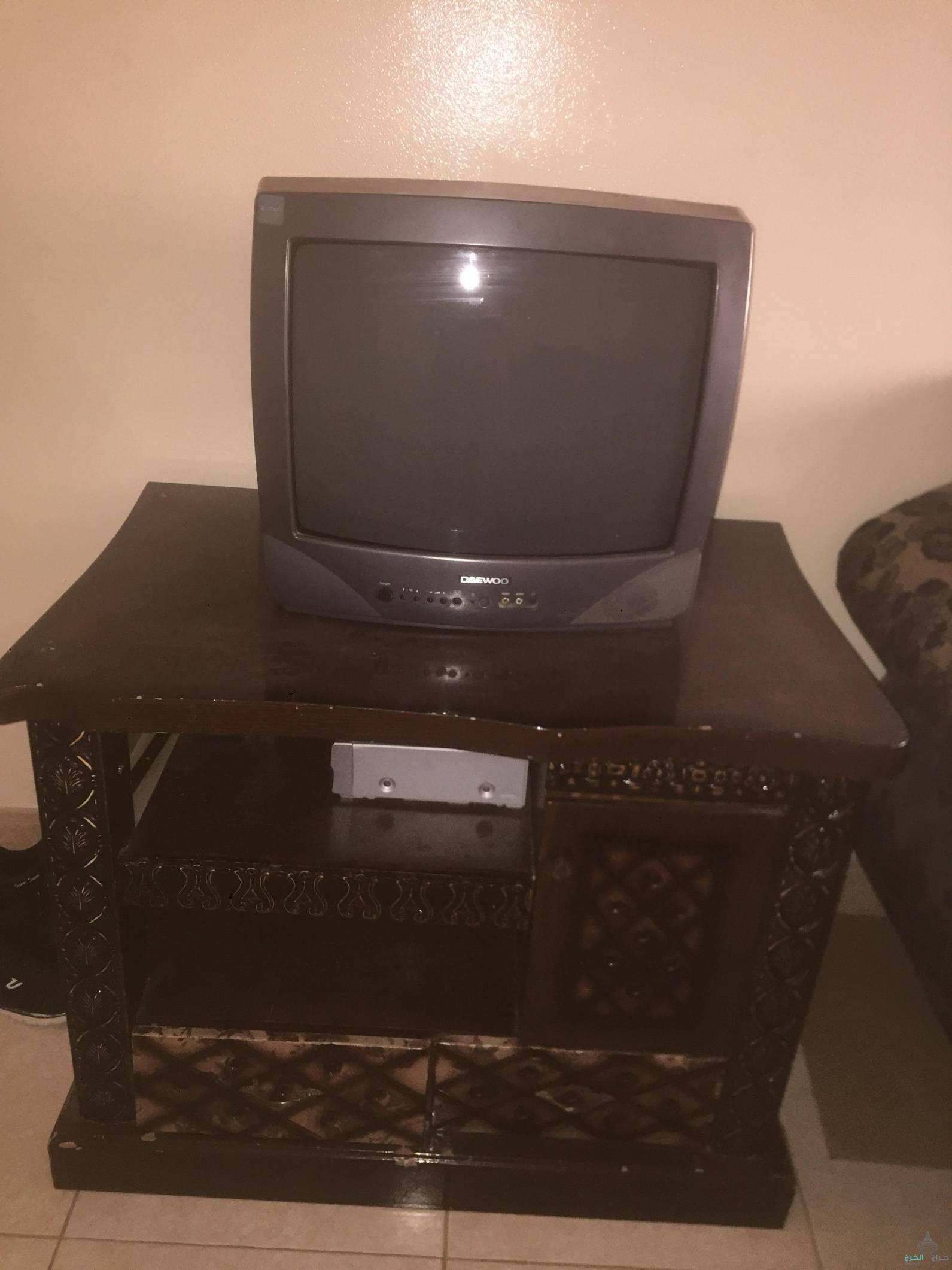 تلفزيون مع طاوله للبيع