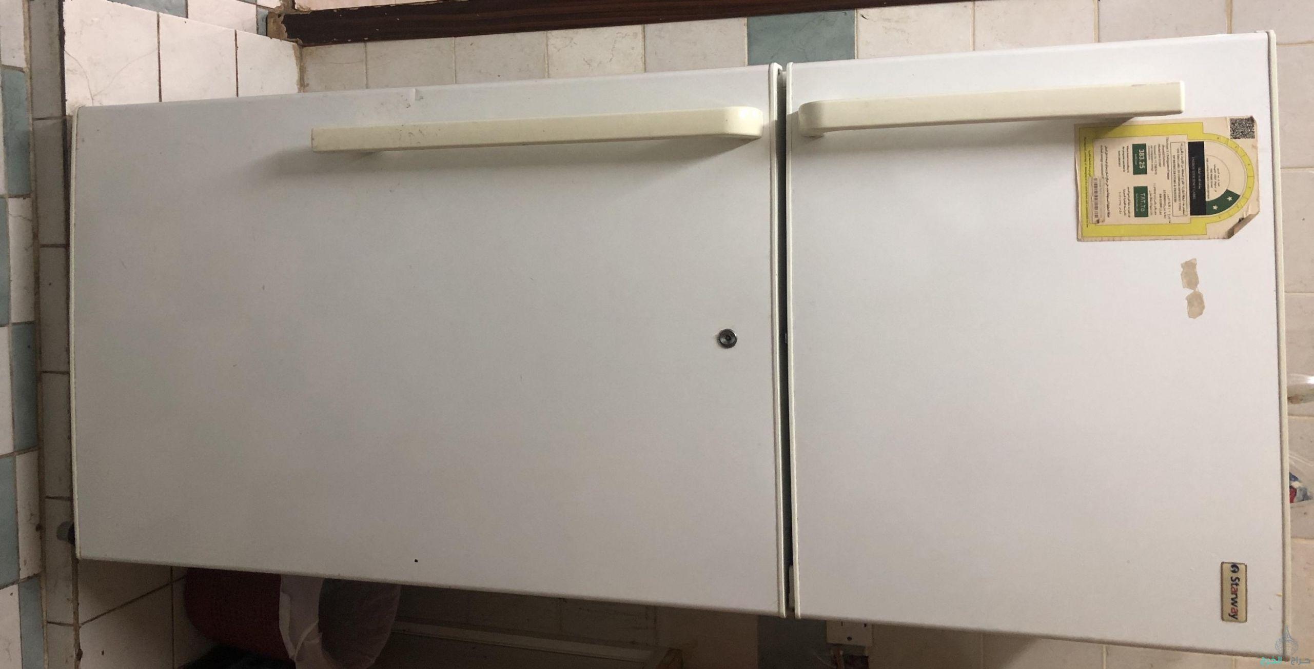 غرفة نوم وثلاجة ١١ قدم