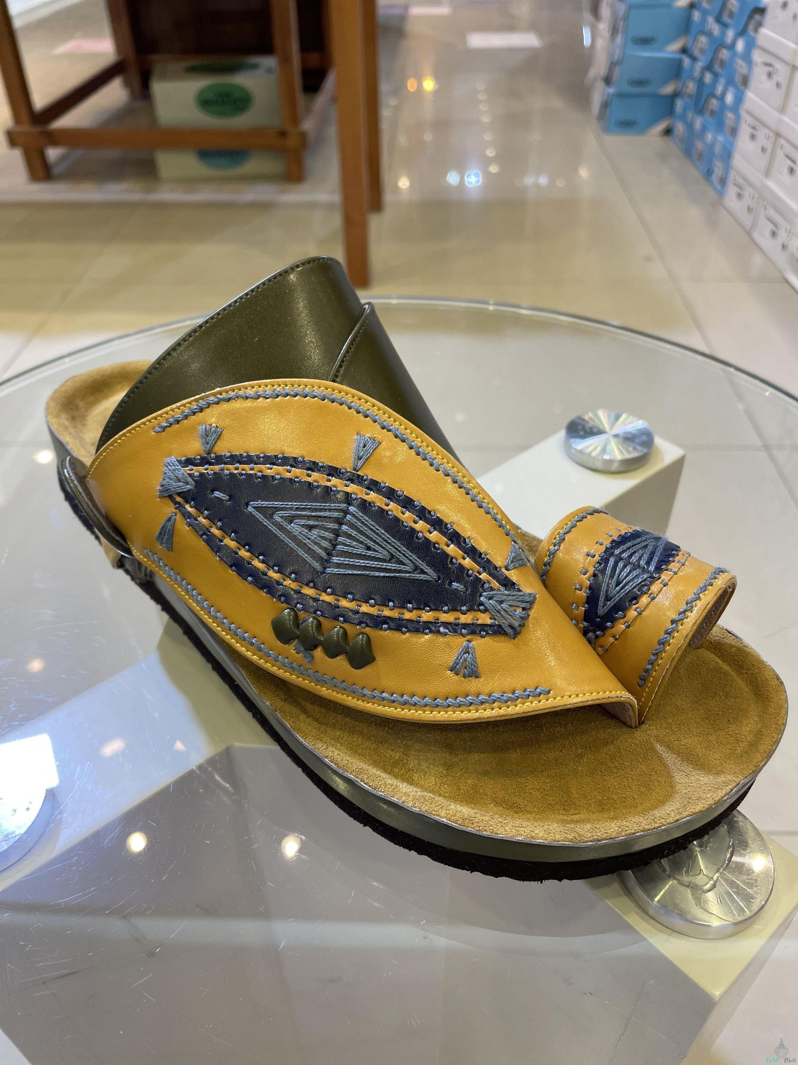 احذية شرقيه زبيري ( صناعة بكستاني )