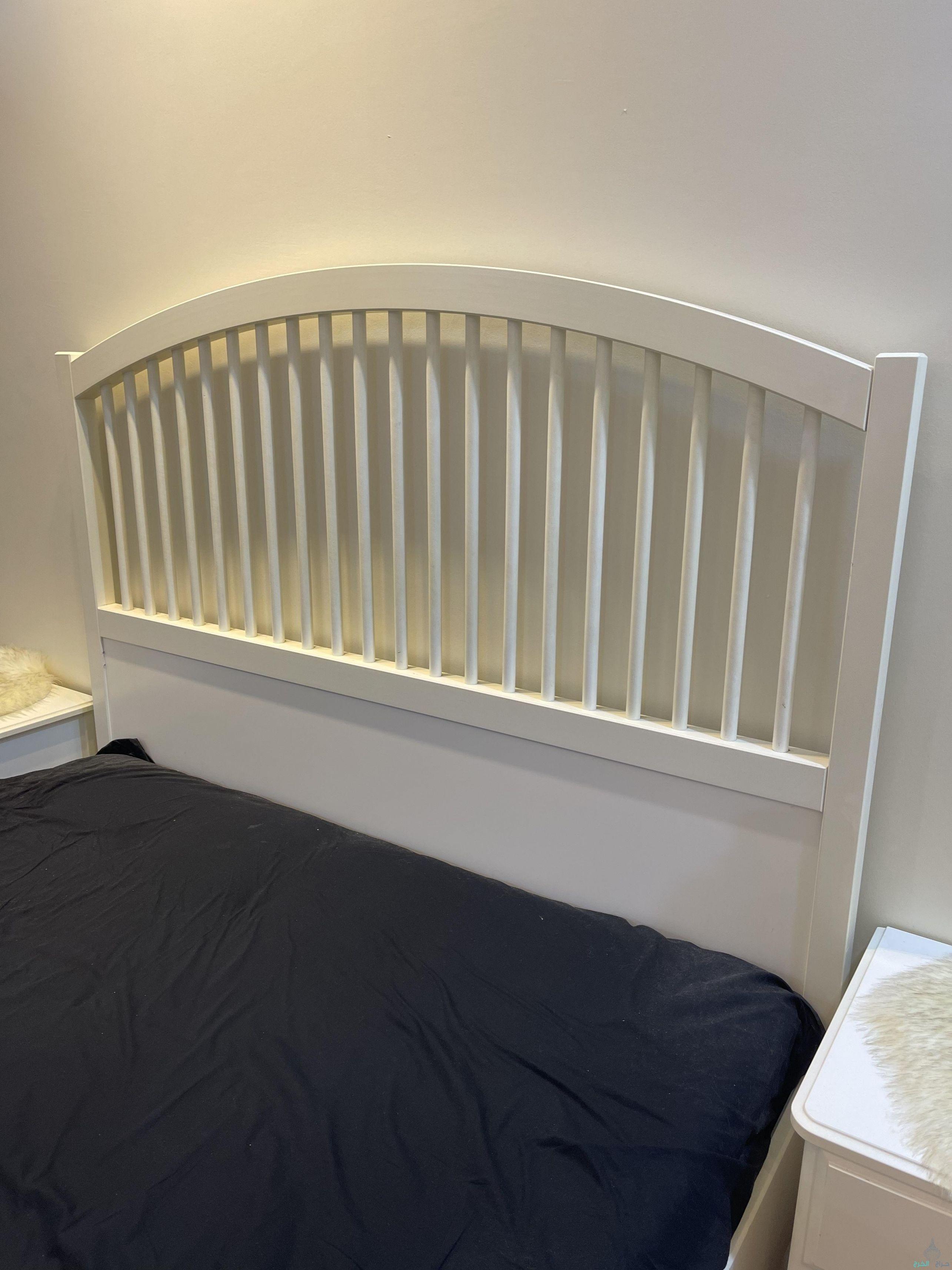 سرير ايكيا ابيض مع مرتبه