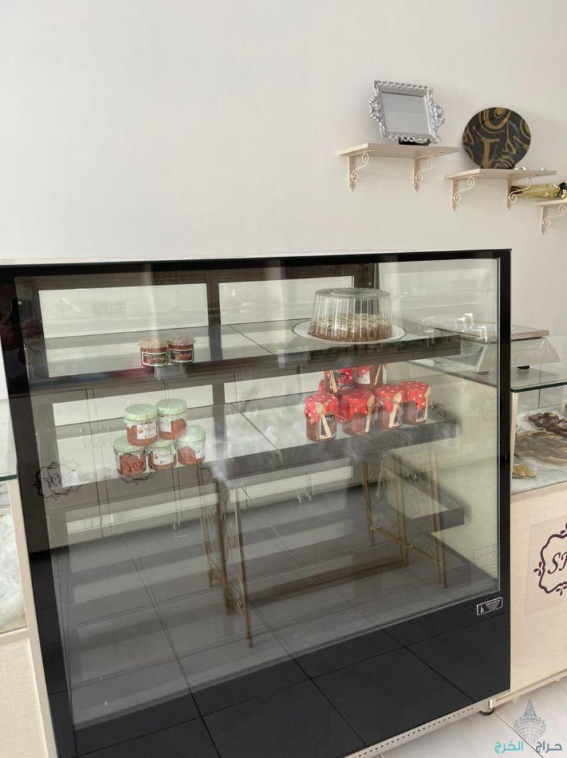 ثلاجة عرض الكيك والحلويات