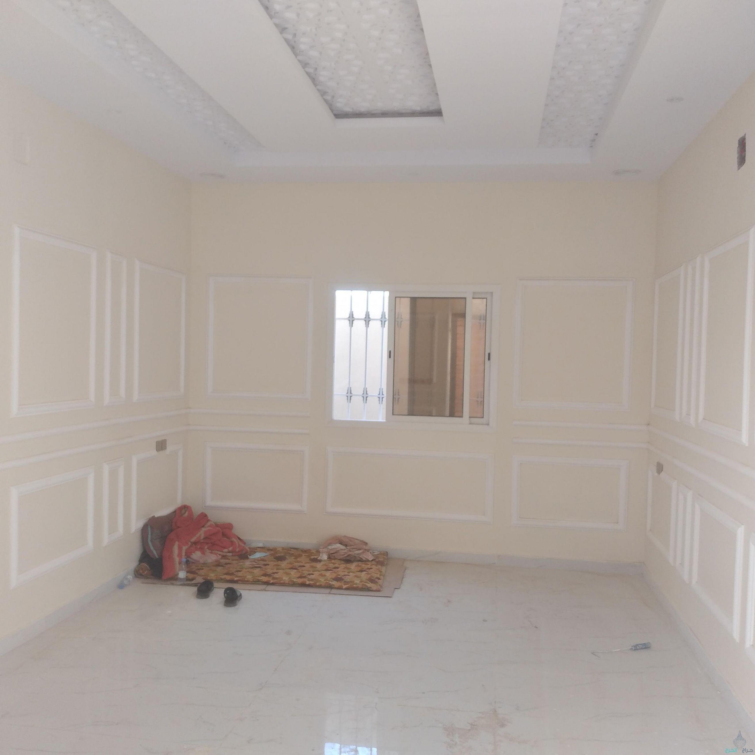 للبيع فيلا مع شقة مسروقة في حي بالزاهر بالخرج 325م