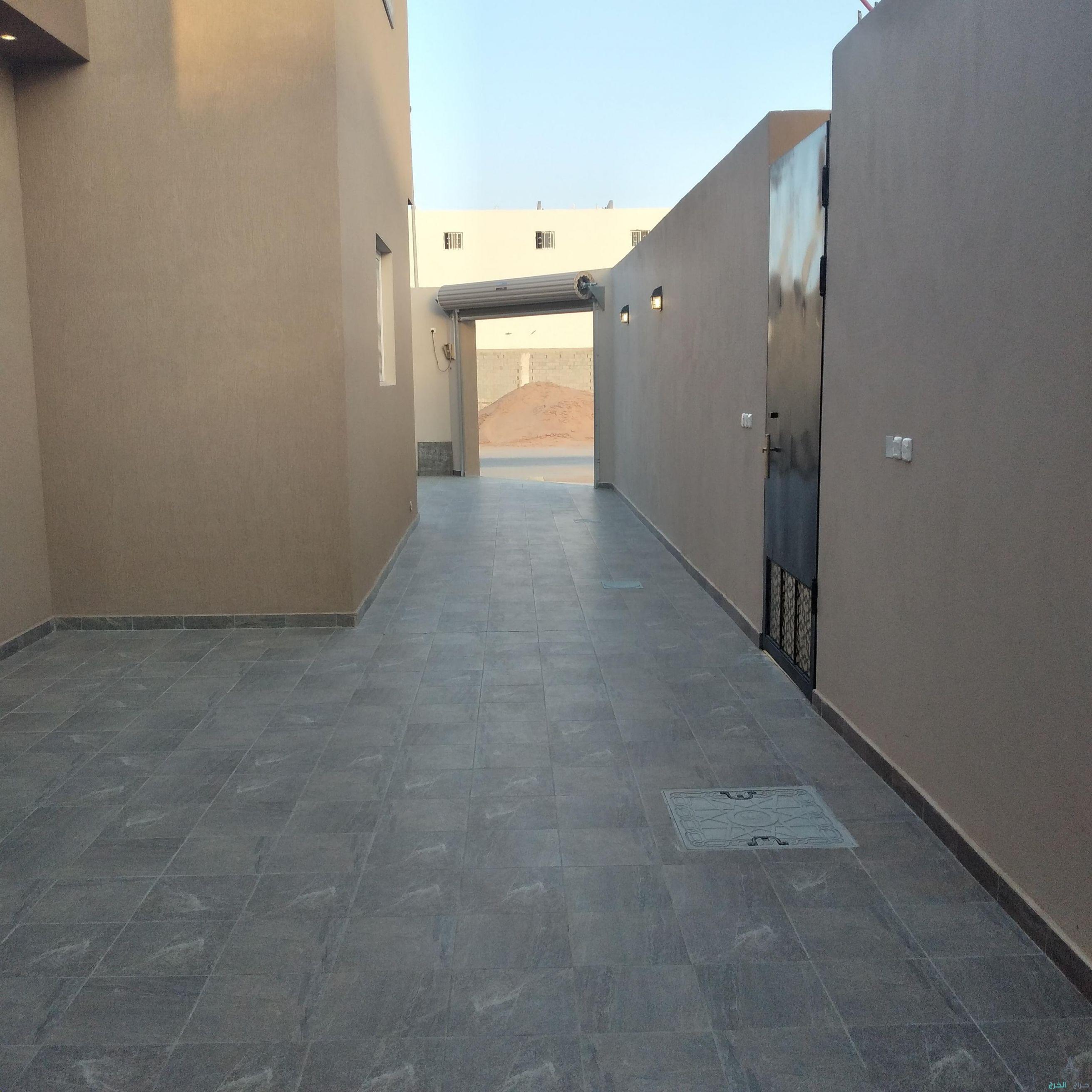 للبيع دور فخم في حي السحاب بالخرج المساحة600م تفتح علي شارعين