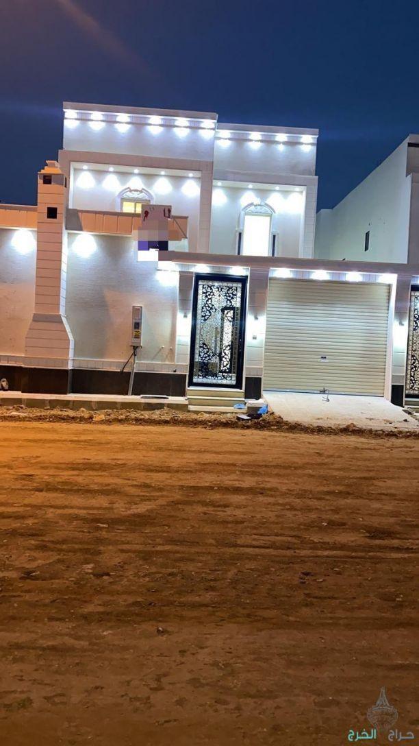 للبيع فيلا دوبلكس بحي السحاب الشمالي الارض صلبه وجبلية  المساحه ٣٦٠م الشارع ١٨م