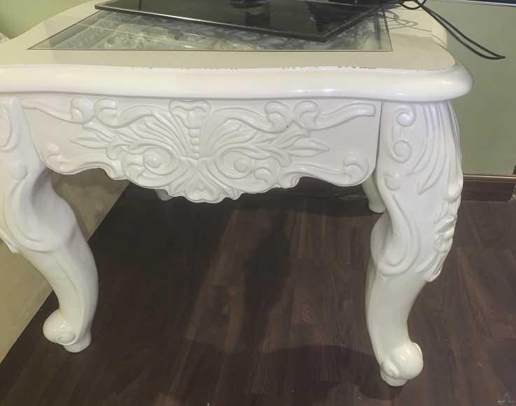طاولة صغيرة