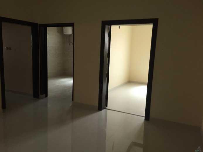شقة علوية جديدة للايجار