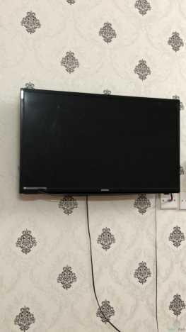 تلفزيون حجم ٣٢ بوصة شغال ولا يوجد فيه اي خراب سعر البيع ٢٠٠