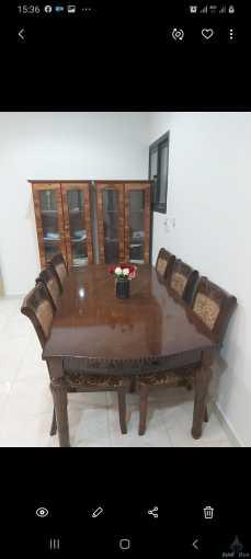طاولة مع مكتبة في حالة جيدة سبب البيع النقل للبيت تاني