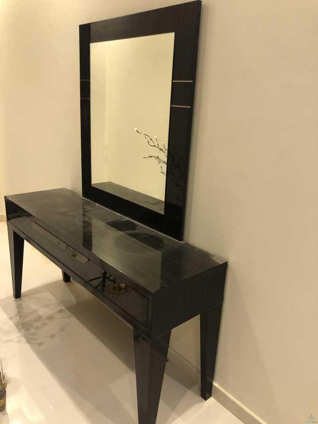تسريحة وطاولة مدخل