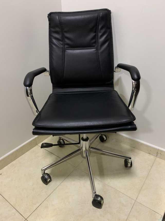 كراسي مكتبية للبيع نظيفة