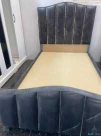الغرفه مكونه من سرير نفر ونص عدد٢ وتسريحه وكومدينه عدد ١ ودولاب
