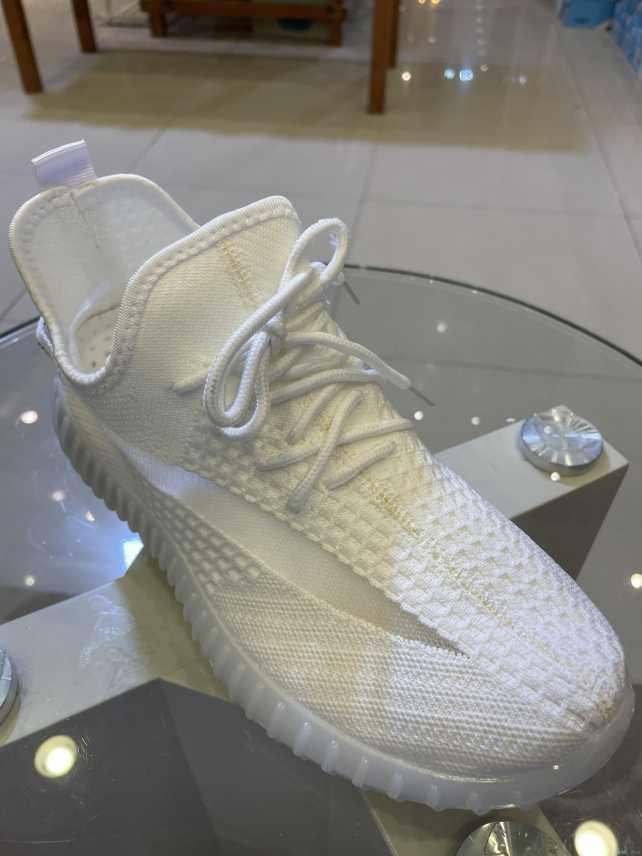أحذية ييزي بوست