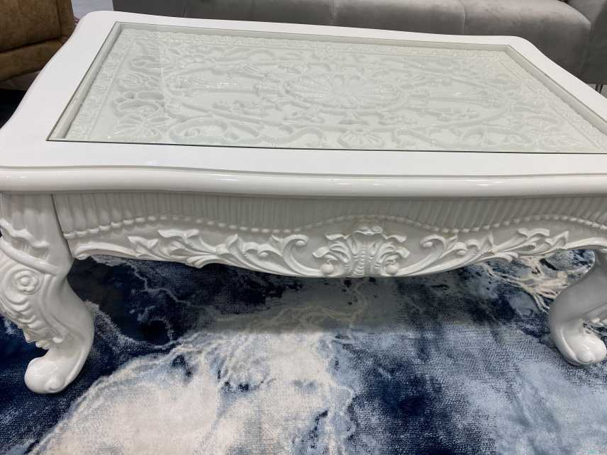 طاولة مقاسها 117*72 لون أبيض